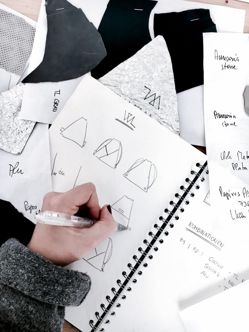 Erfahrt, welche Arbeitsschritte notwendig sind, damit ein Wunschleder Turnbeutel entsteht. Werft einen Blick hinter die Kulissen unserer Produktion! Fashion Design | Bag