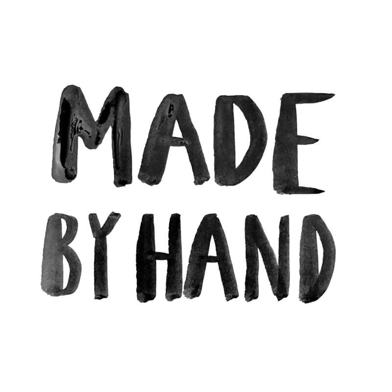 Erfahrt, welche Arbeitsschritte notwendig sind, damit ein Wunschleder Turnbeutel entsteht. Werft einen Blick hinter die Kulissen unserer Produktion! Fashion Design | Bag | Handlettering | Handlettered