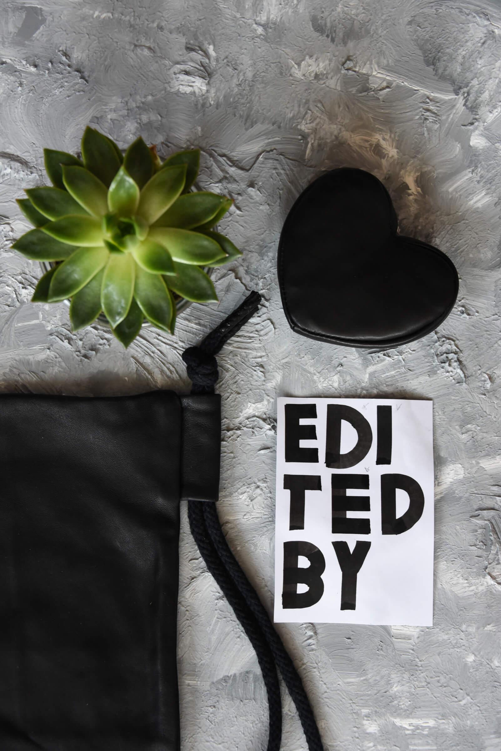 Sieh dir unsere Schritt für Schritt Anleitung an, mit der dir ein tolles Flatlay auf jeden Fall gelingen wird. Wunschleder | Photography | Handlettering | Minimalism