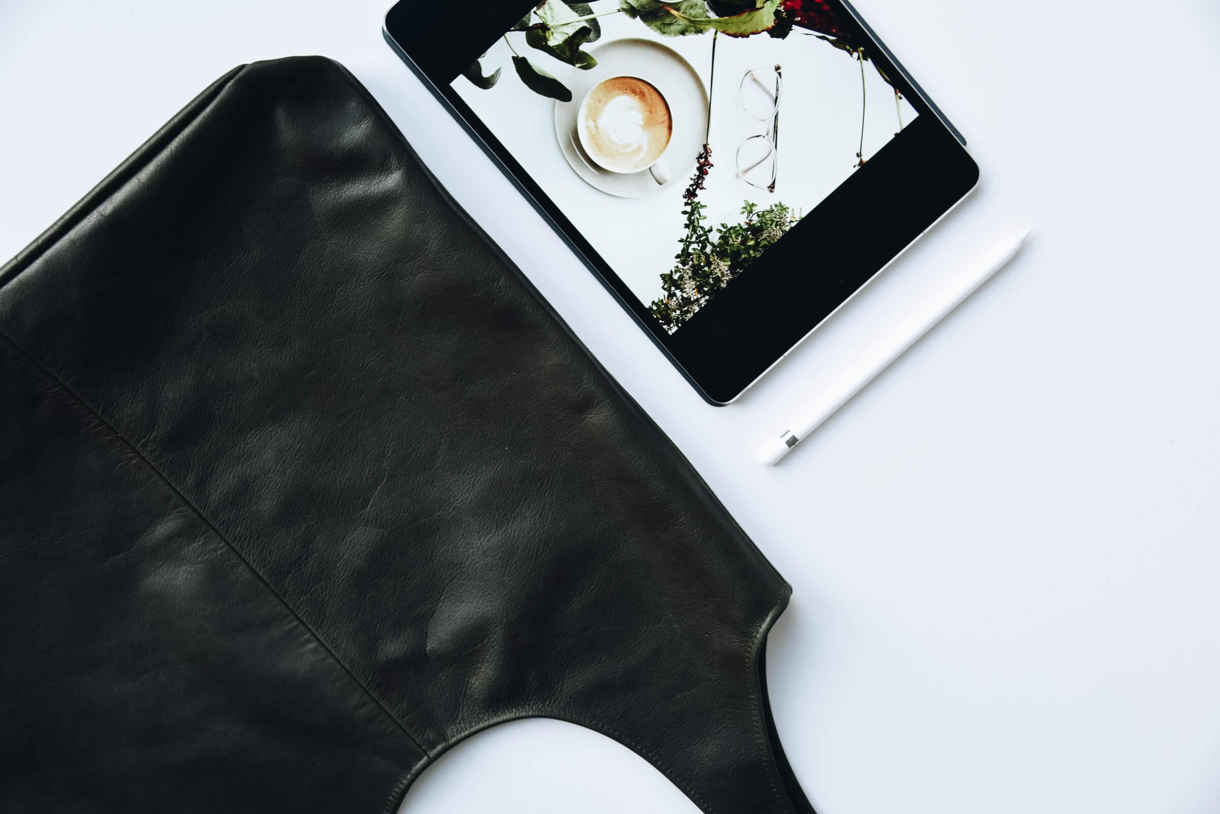 Tasche | Made in Germany | Ledertasche | Handtasche | Arbeiten | Unitasche | Tasche aus Leder | schlicht | elegant | chic | Damen | Handtasche Leder | Handtasche kaufen | HoBoBag| oliv | hochwertig | gute Qualität | What's in my bag