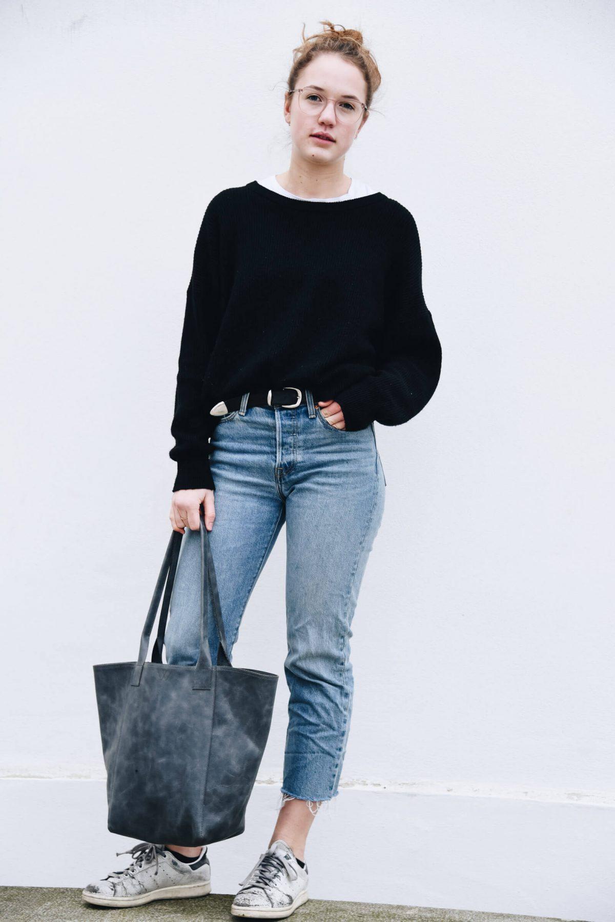 Outfit | Streetstyle | Streetwear | Tasche | Made in Germany | Ledertasche | Handtasche | Arbeiten | Unitasche | Tasche aus Leder | schlicht | elegant | chic | Damen | Handtasche Leder | Handtasche kaufen | blau | Blaugrau | hochwertig | gute Qualität