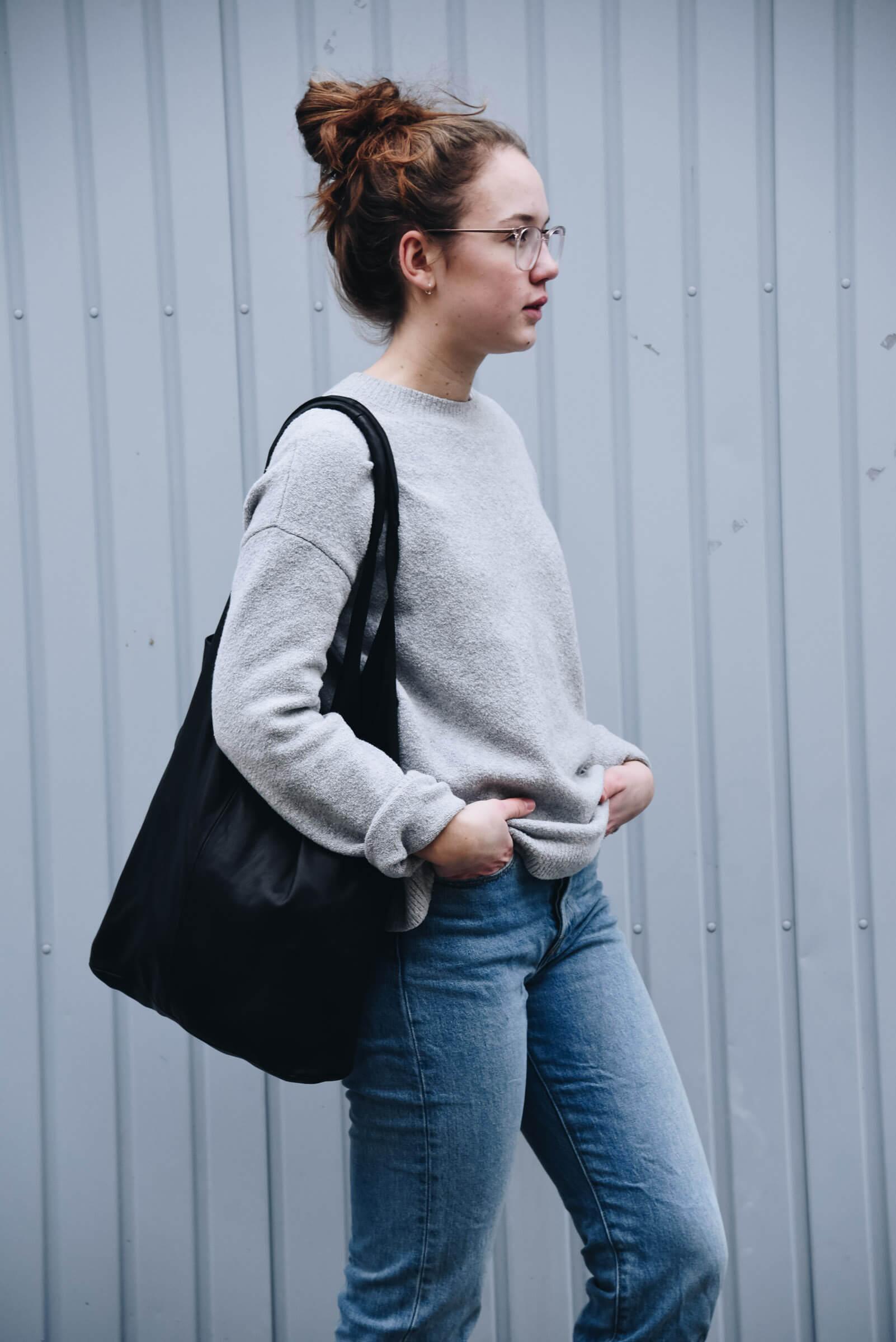 Outfit | Streetstyle | Streetwear | Tasche | Made in Germany | Ledertasche | Handtasche | Arbeiten | Unitasche | Tasche aus Leder | schlicht | elegant | chic | Damen | Handtasche Leder | Handtasche kaufen | hochwertig | gute Qualität | Schwarz